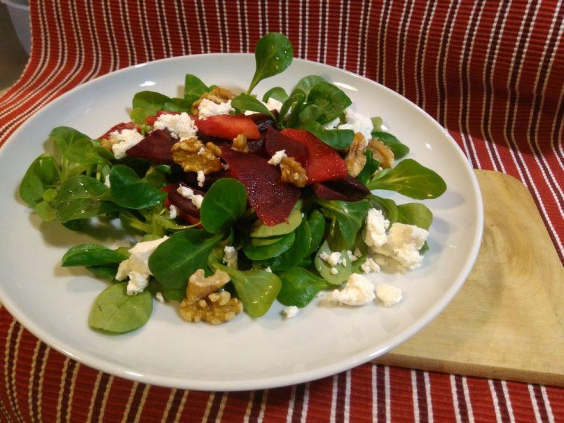 Feldsalat mit warmer Rote Bete und Apfel